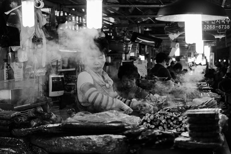 DONGDAEMUN, SEOUL - blackandwhite - indiga | ello