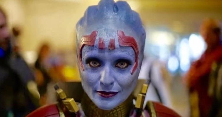 Mass Effect cosplayers pose poi - bonniegrrl | ello