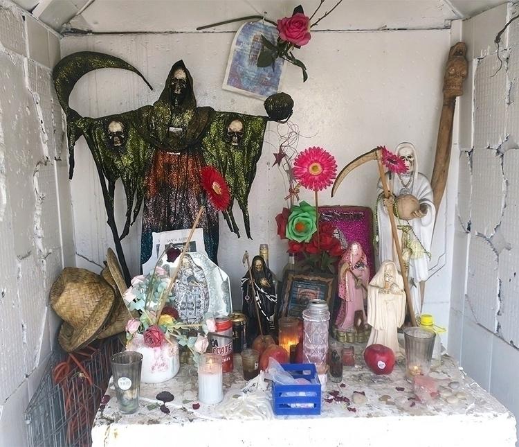 Santa muerte shrine - lagunilla - helliongallery | ello