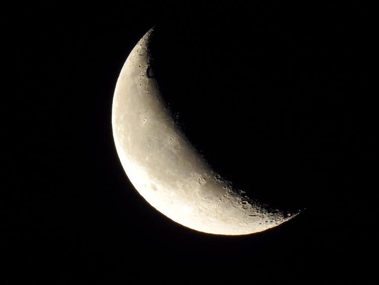 Hanging moon. (2017) Jupiter mo - edwinphotos | ello