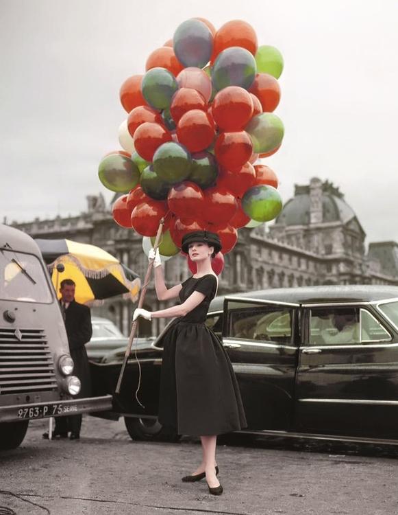 Audrey Hepburn posando sobre lo - lolosbri | ello