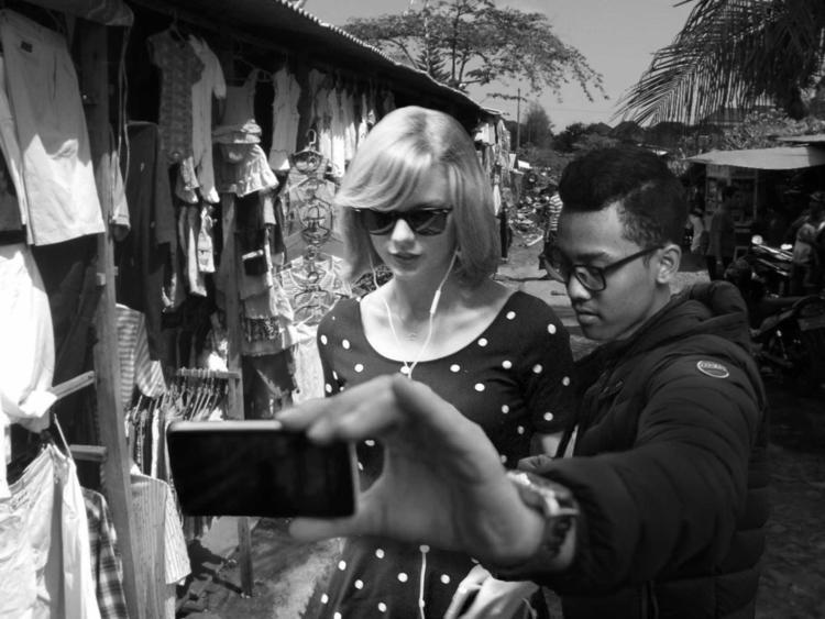 Selfie bersama Taylor Swift. Sa - diselipin | ello