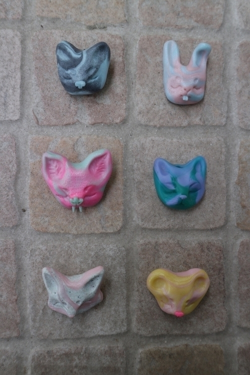 Brooches sale ! 20€ contact int - skeenep | ello