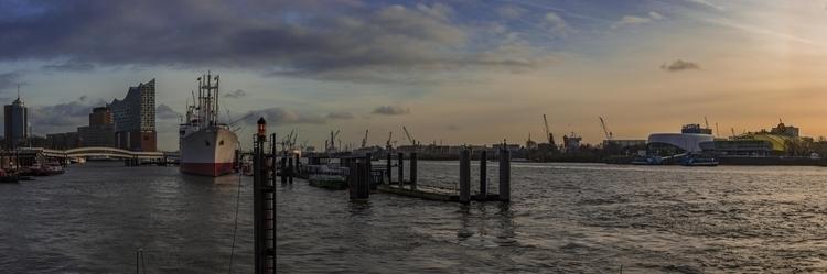 Hafen Hamburg - hamburg, photography - lichtundschatten | ello