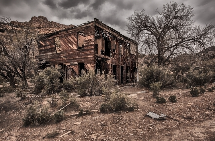ghost town (Utah - 2, photography - pierocefaloni | ello