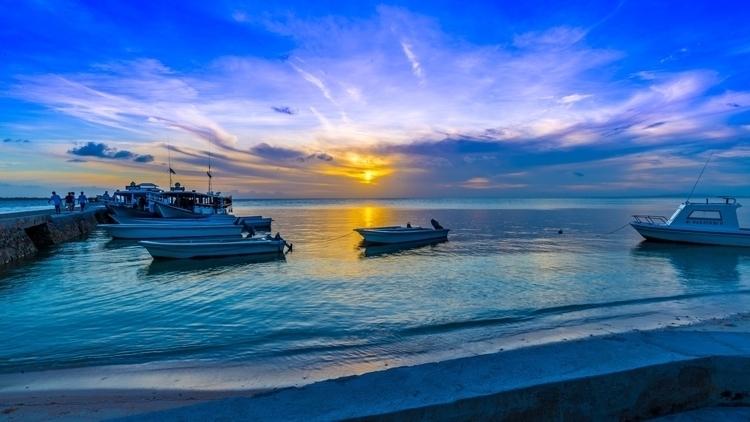 Deep Blue Sky - indonesia, island - lichtundschatten | ello