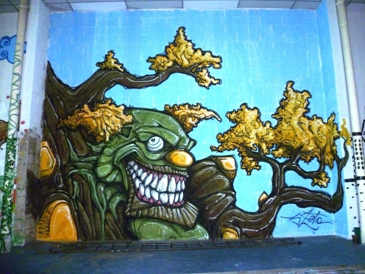 Tree Clown - tree, clown, graffiti - 3zeta | ello