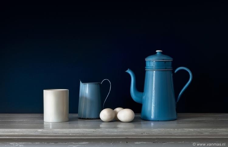Stilleven met blauwe koffiekan - vanmas | ello