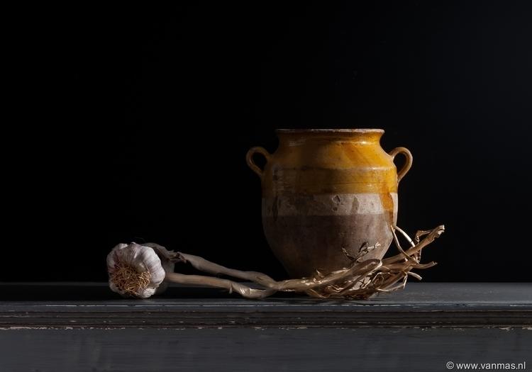 Stilleven met knoflook en pot - photography - vanmas | ello