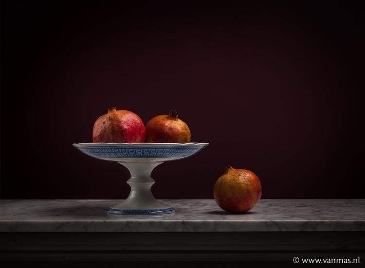 Stilleven met granaatappel - photography - vanmas | ello