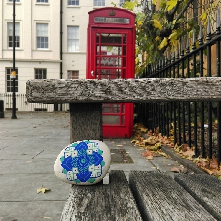 London - stone, rock, galet, cailloux - marionbelliot | ello