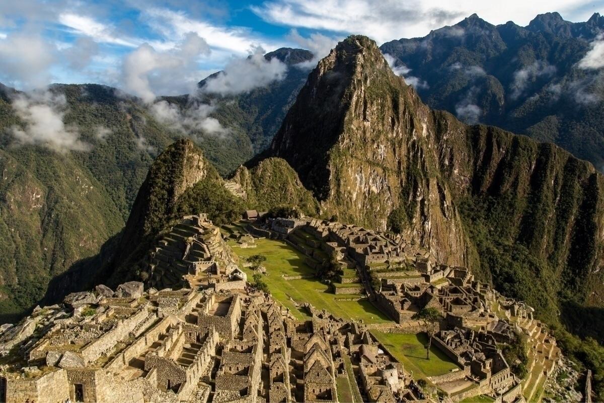 **Machu Picchu, Peru** introduc - papa_delta | ello