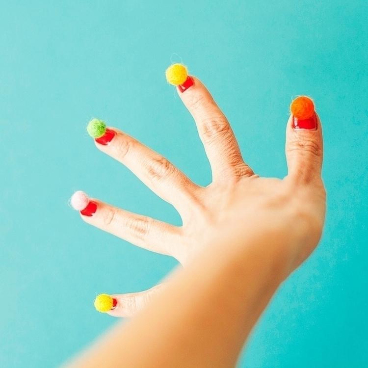 • pompon nails - ameskeria - ameskeria | ello