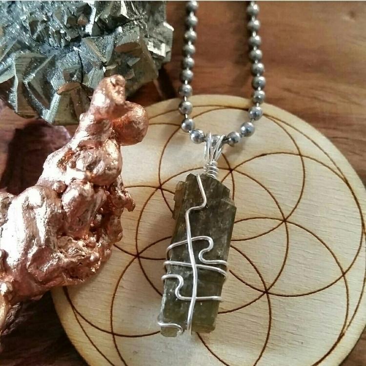 Epidote great stone releasing n - elevatingvibrations | ello
