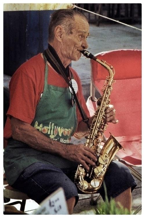 Saxophonist Farmers Market, Kod - chriswitt | ello