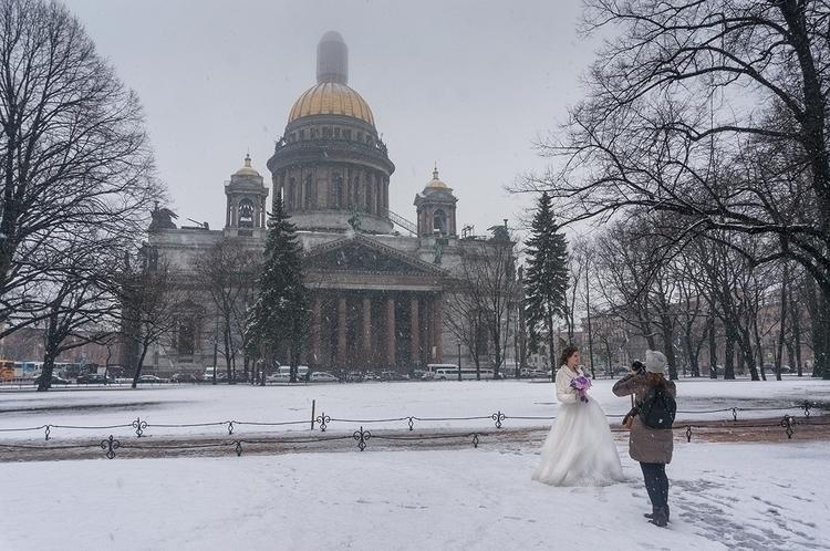White Wedding calendar spring g - peter_kurdulija | ello