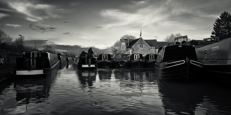 Narrow boats Heyford, Dec 2015 - toni_ertl | ello
