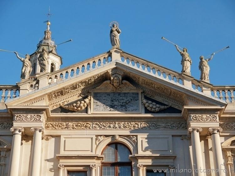 ( , ): Upper part facade Sanctu - milanofotografo | ello