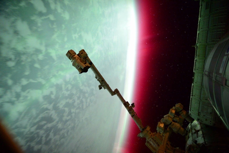 Planet Aurora - aurora, earth, iss - valosalo   ello