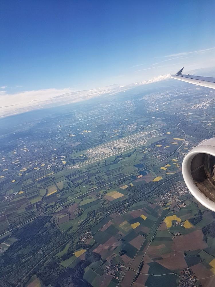 ...approaching MUC - Munich, Airport - rowiro | ello