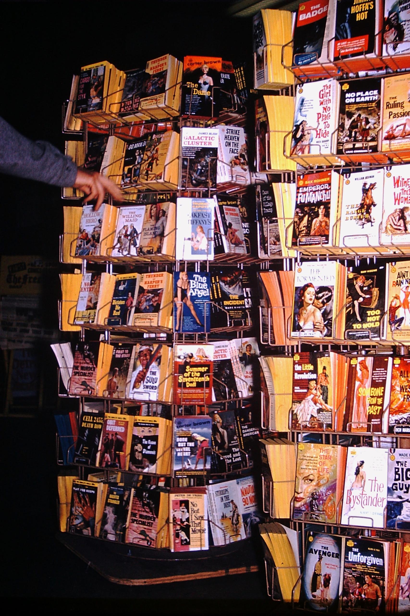 Photo - Paperback Pulp Fiction  - marksusina   ello
