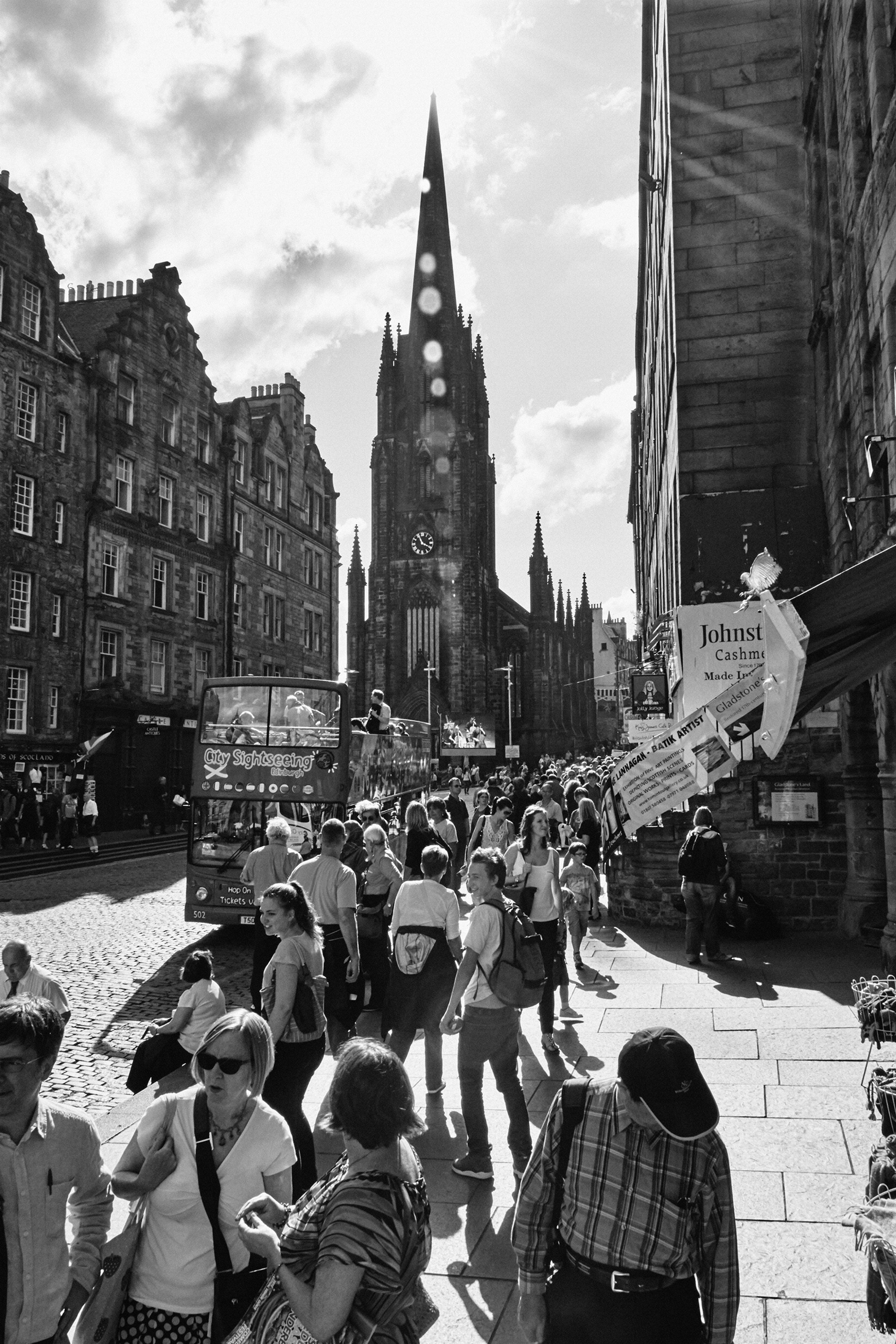 Royal Mile Afternoon Fringe Fes - ageekonabike | ello