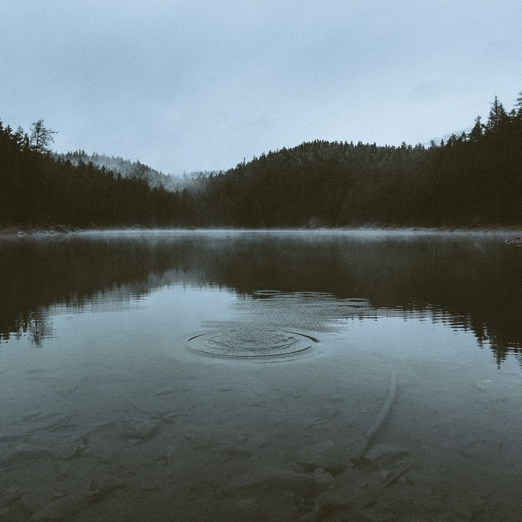 moments silence morning hikes s - lavisuals | ello