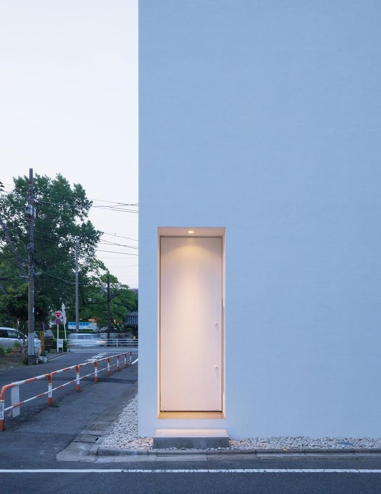 Minimal entrance. Residence Shi - upinteriors   ello