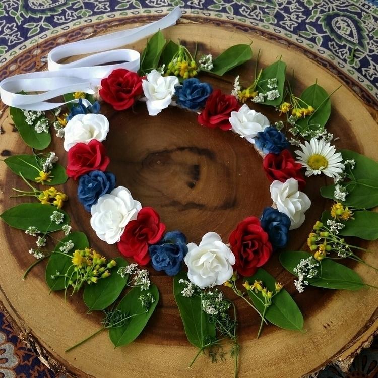 Red white blue flower crowns ti - wildandfreepeople | ello