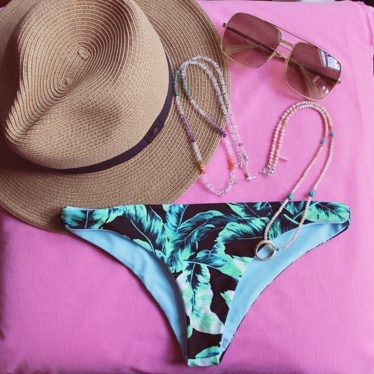 Sunday MC Swim, Afternoon hats - luna_avalon_ | ello