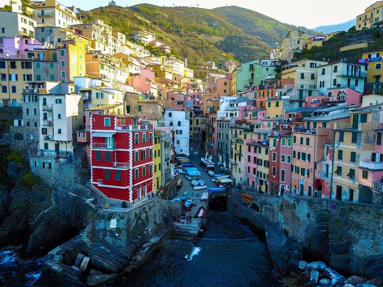 Riomaggiore port. Cinque Terre - jhollaholla | ello