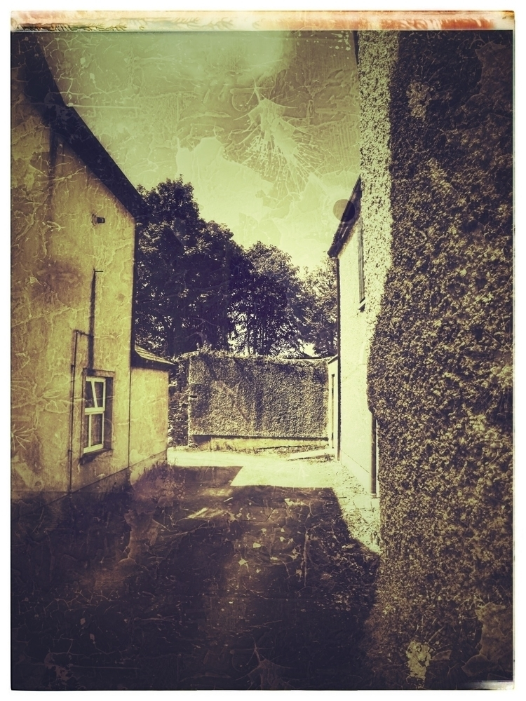 Alley - Ireland, Clonmel, bw, travel - paulbines   ello