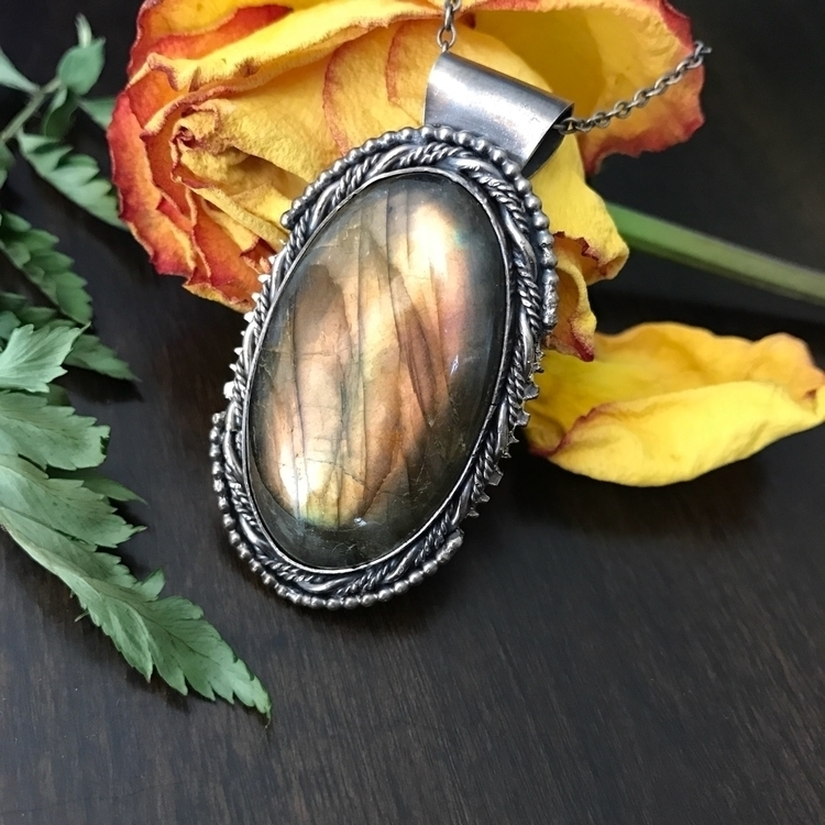 Custom labradorite pendant home - moonandmountainmagick | ello