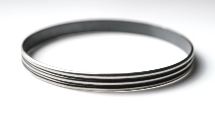 bangle bracelet - seamless - minimal - mineralrare | ello