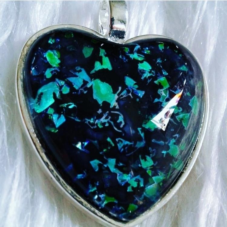 Aura Heart (Dark) checkout aura - labrujabella | ello