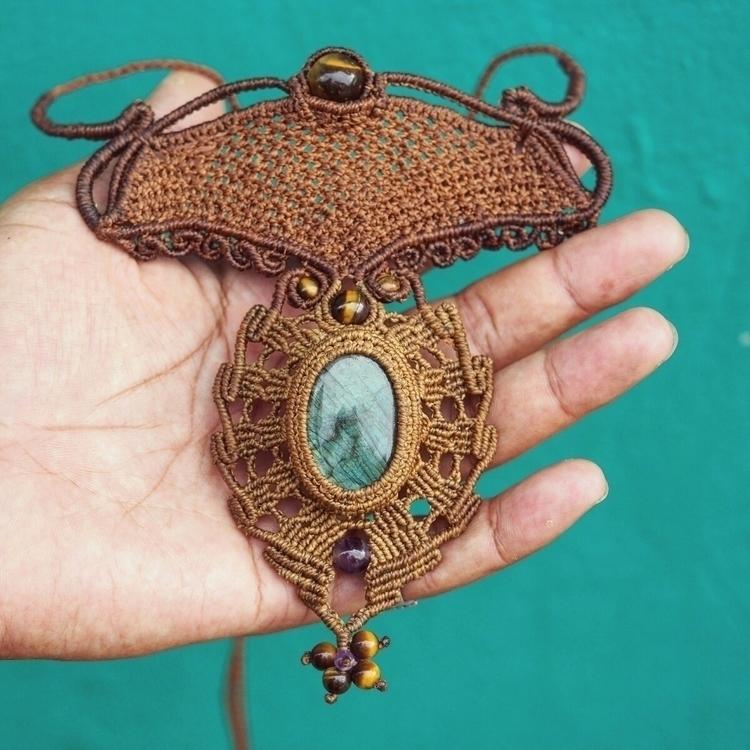 handwoven macrame necklace Labr - itayaarte | ello