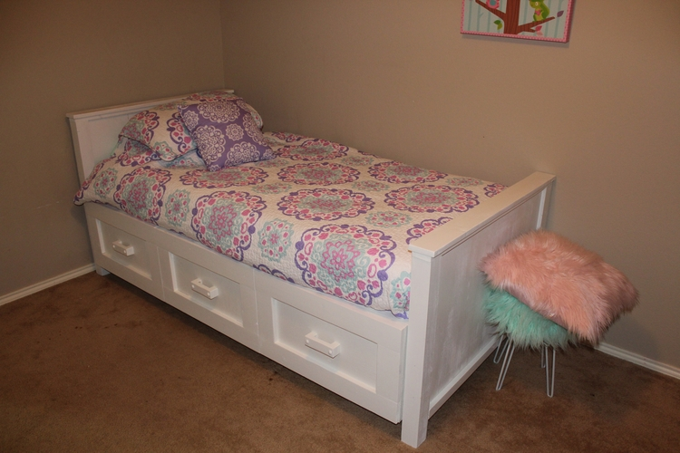 big girl bed. fancy :) Lots lov - malinswoodworks | ello
