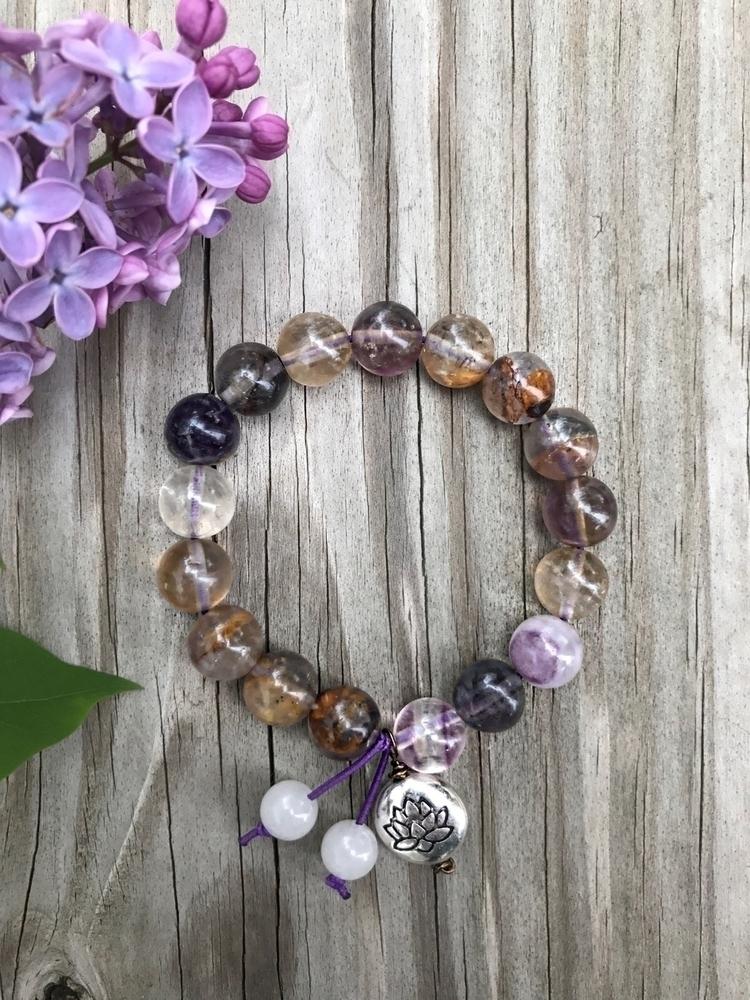 Stretchy bracelet - handcrafted - mymriyalife | ello