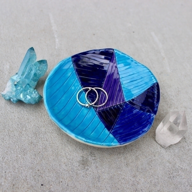 kind geometric dish. :heart:️ P - hadyncolellapottery | ello