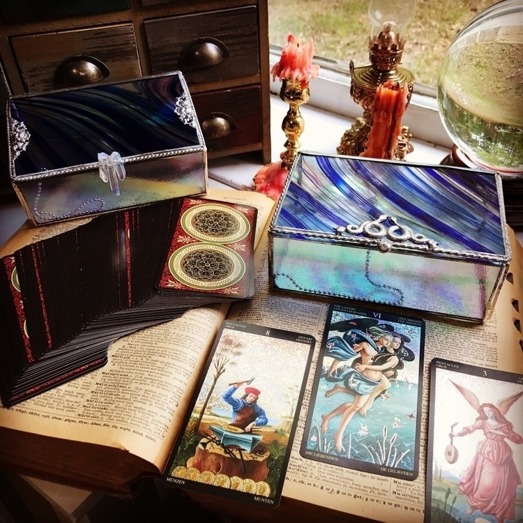 daily reading 🖤 Tarot Deck Boxe - wickedstainedglass | ello