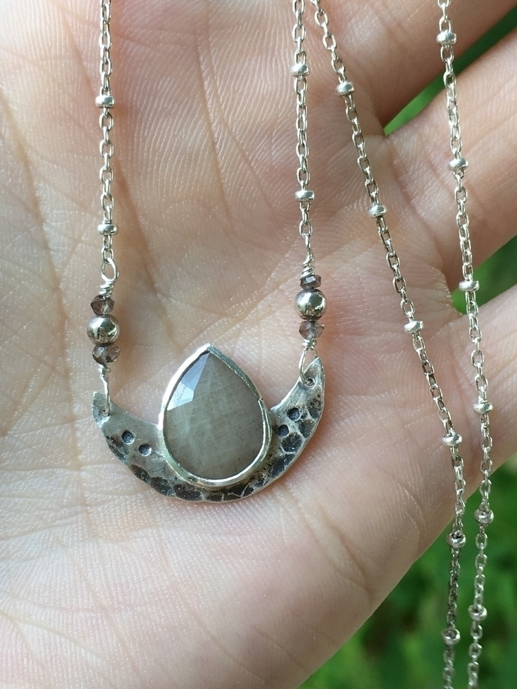 moon, necklace loving positive  - thesilverspell | ello