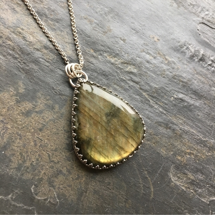love Labradorite! big, juicy La - divakami | ello