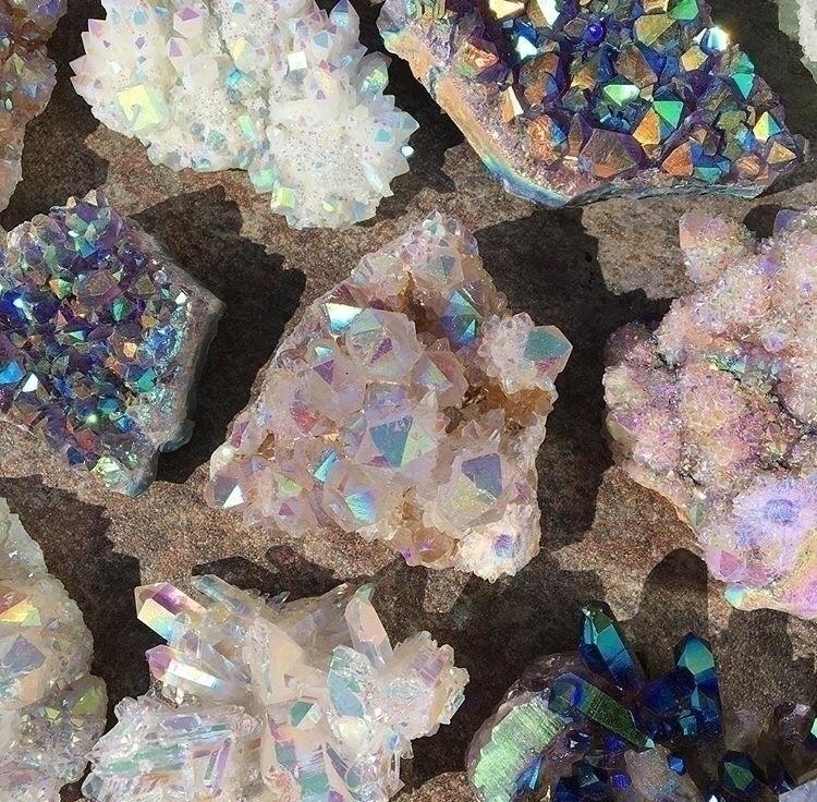tables covered - crystal, rockhound - midnightauracrystals | ello