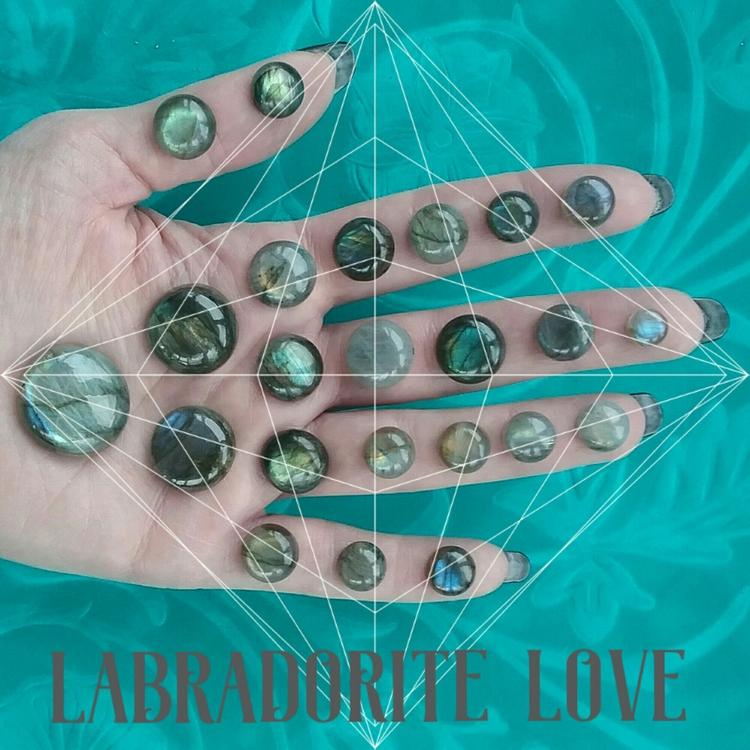Labradorite Love <3 stone tr - sacredservicereiki | ello