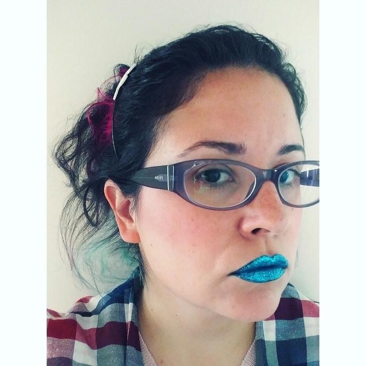 Blue lips - minikstar   ello