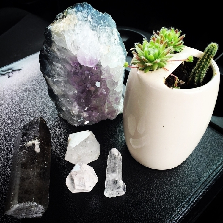 Witchy haul today flee market - crystals - dhdivination   ello