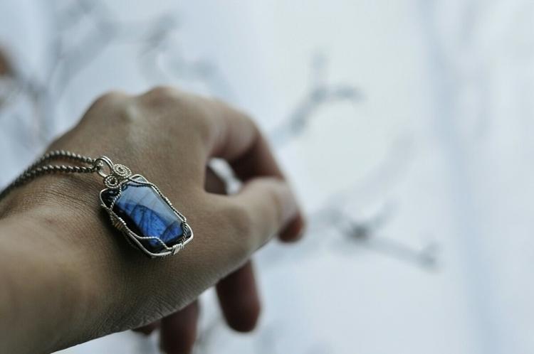 Mesmerizing Blue Labradorite - whimsical_stone   ello