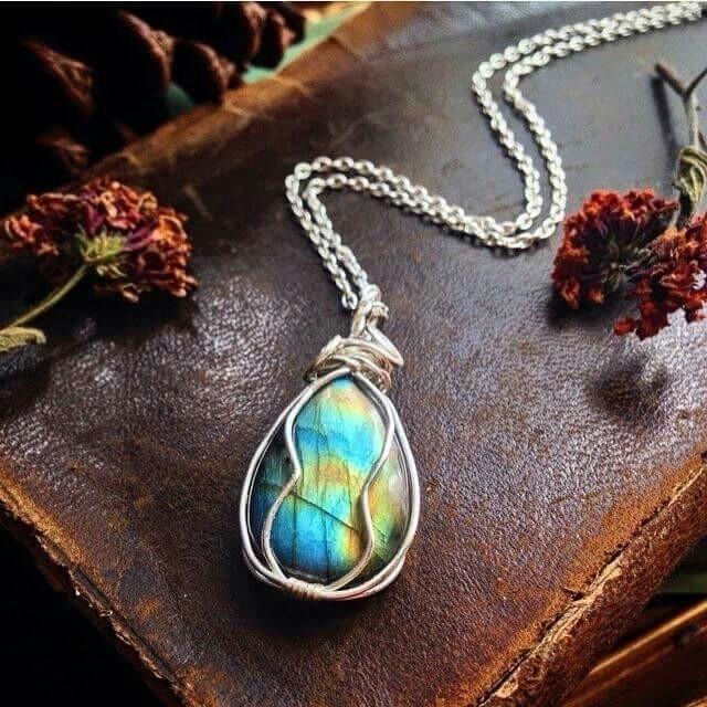 Juicy Labradorite wire wrapped  - whimsical_stone | ello