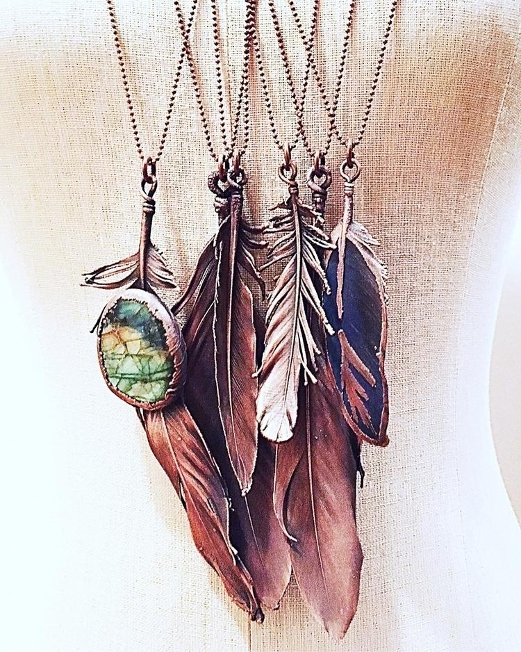 heart dreams bird feathers. -Su - amykaeatelier   ello
