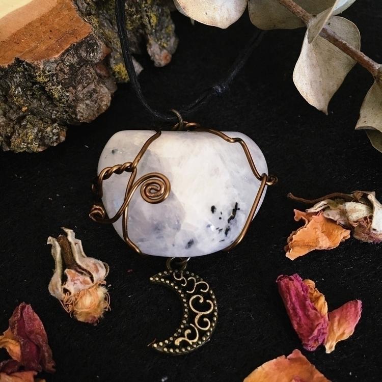 Moonstone Goddess Loving energy - naturelovedesign | ello
